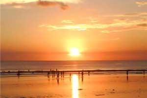 Objek Wisata Pantai Kuta saat sunset