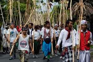Tradisi mekotek di desa Munggu Bali