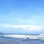 Berselancar di Pantai Keramas