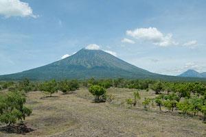 Gunung Agung dari kejauhan