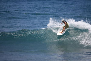 Surfing di Pantai Jasri