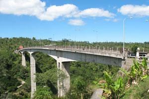 Pemandangan di Jembatan Tukad Bangkung