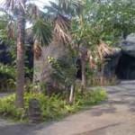 Menikmati suasana Rumah adat di Taman Nusa