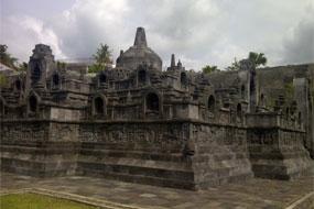 Replika Borobudur Taman Nusa